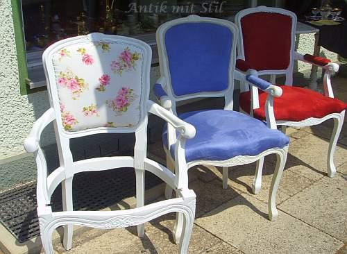 Stühle im Komplett-Neu-Aufbau - verschiedene Fertigungs-Stadien