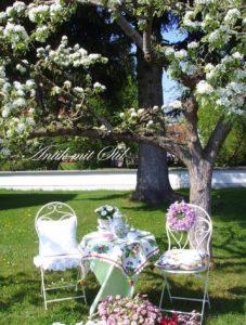 Nostalgische Garten-Garnitur und andere Accessoires von Antik mit Stil